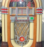 Wurlitzer Bubble Jukebox, Model 1015. $3,068