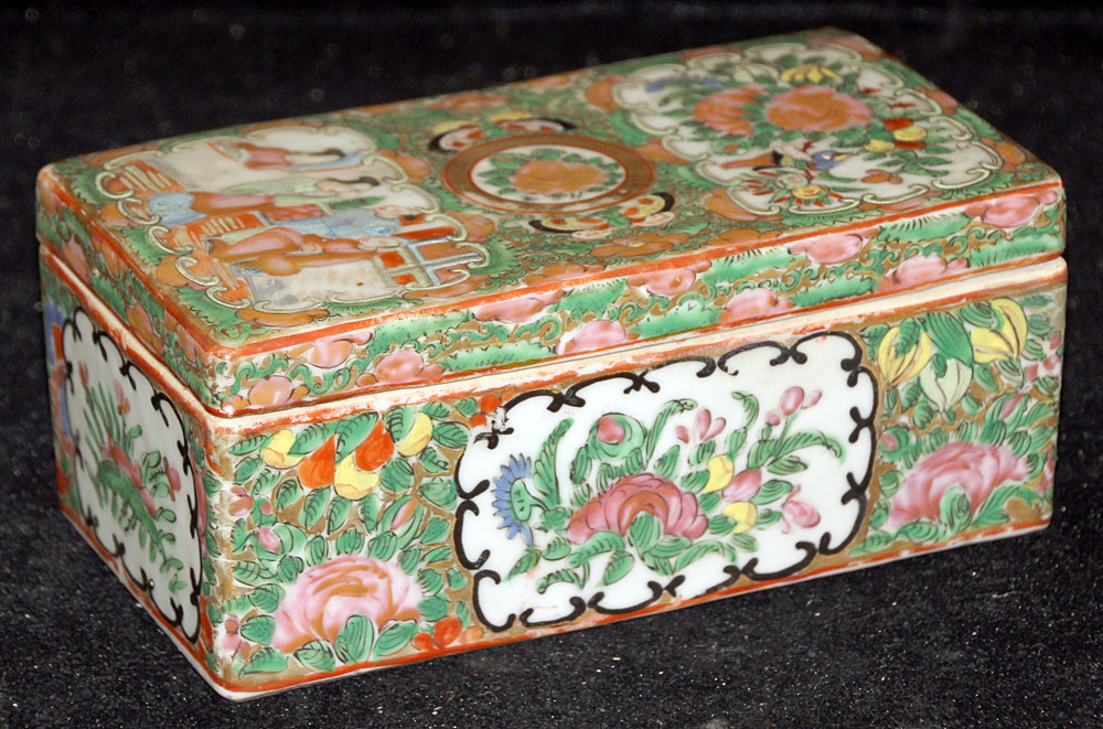 121. Chinese Export Porcelain Rose Medallion Box. $246