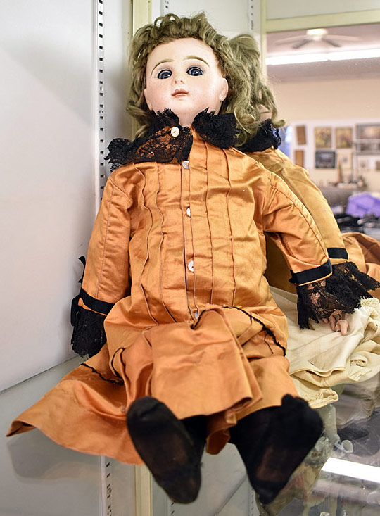 Tete Jumeau No. 8 Mechanical Doll. $1,380