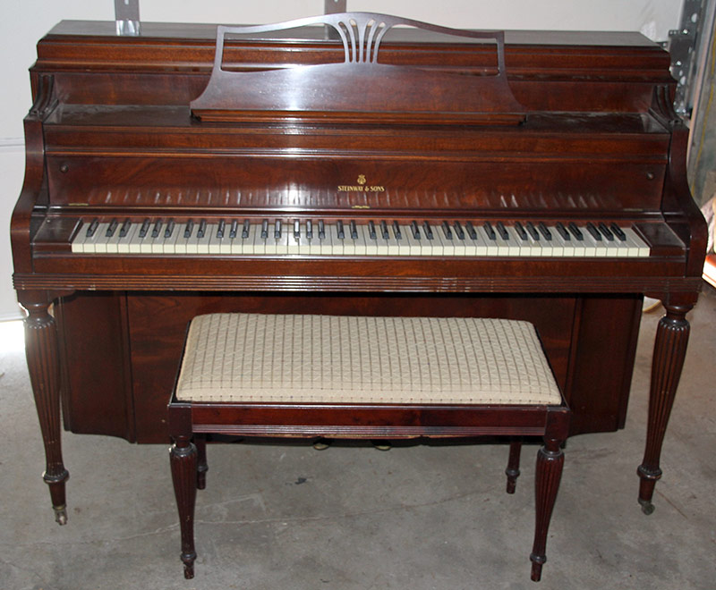 102. Steinway Upright Console Piano, Model 40, #323406 | $738