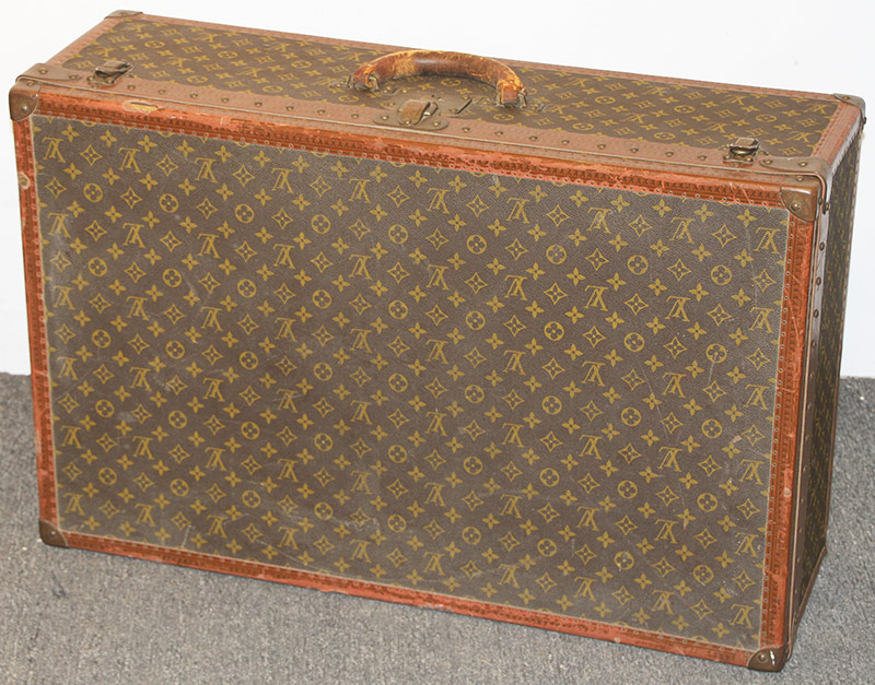 105. Louis Vuitton Suitcase, #901685 | $676.50