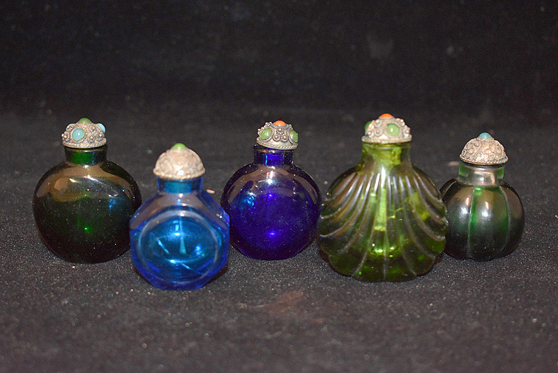 423. 5 Chinese Glass Snuff Bottles w/Metal & Stone Tops. | $276.75