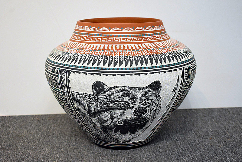 516. Robin Aragon Incised Acoma Pottery Vase/Pot. | $147.50