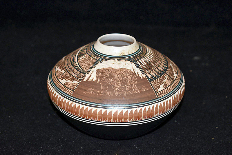517. Lawrence Crank Navajo Pottery Pot. | $35.40