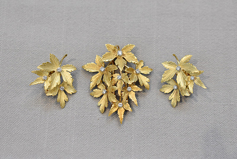 177. 18K Gold and Diamond Leaf Pin and Earrings |  $738
