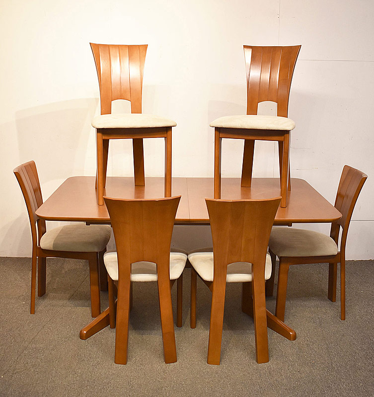 321. Paradini Contemporary Dining Table & Six Chairs |  $531