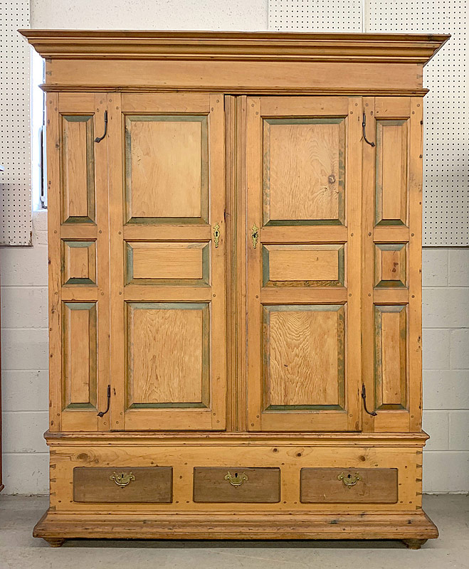 98. American Painted Pine Schrank |  $1,298