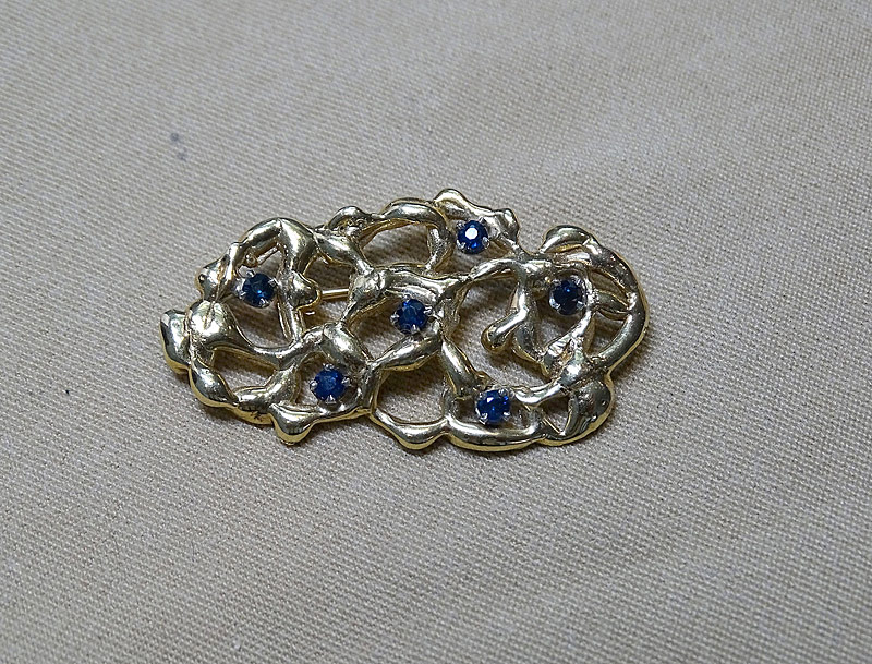 220C. Gold Nugget-Style Brooch |  $236