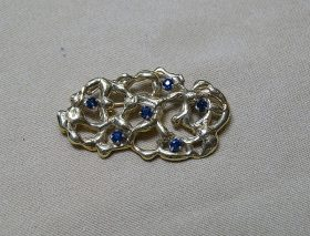220C. Gold Nugget-Style Brooch    $236