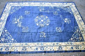 248. Chinese Deco Room-size Carpet, 9ft 10in x 13ft    $123