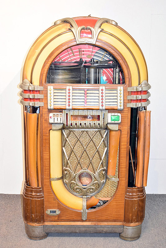 333. Original Wurlitzer 1015 Bubbler Jukebox |  $4,484